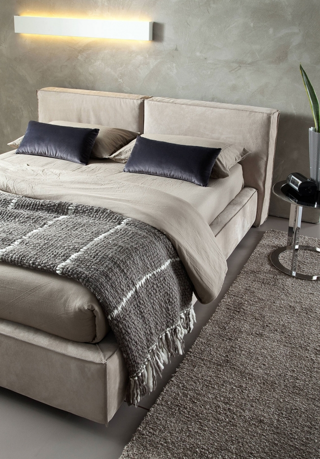 Aura Chaarme Beds